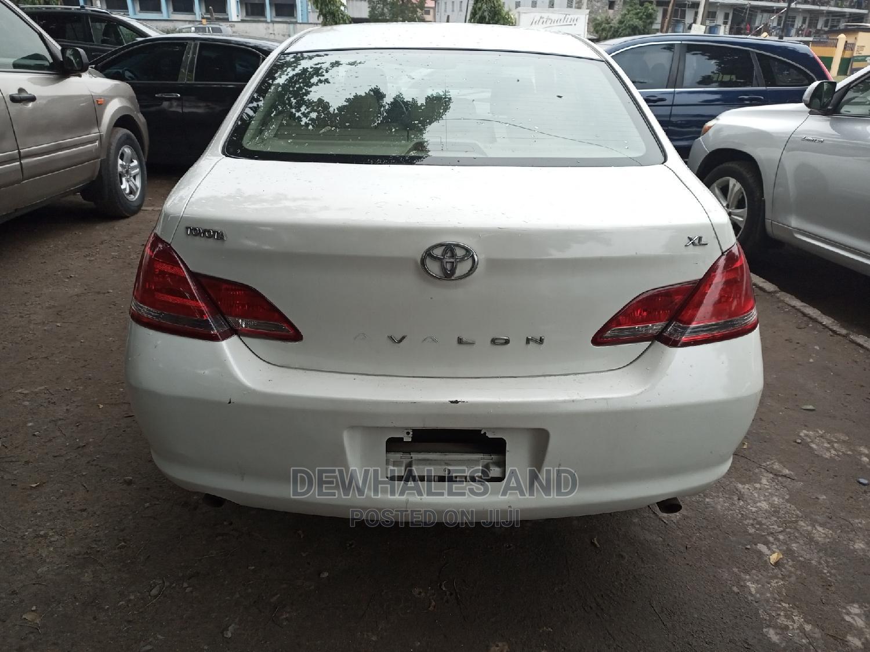Toyota Avalon 2012 White