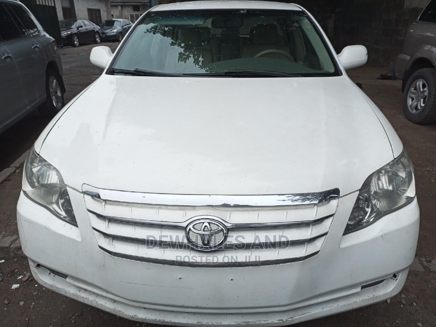 Toyota Avalon 2012 White   Cars for sale in Surulere, Lagos State, Nigeria