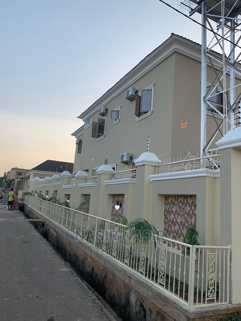 8 Bedrooms Mansion With 2 Bedrooms BQ at Gombe