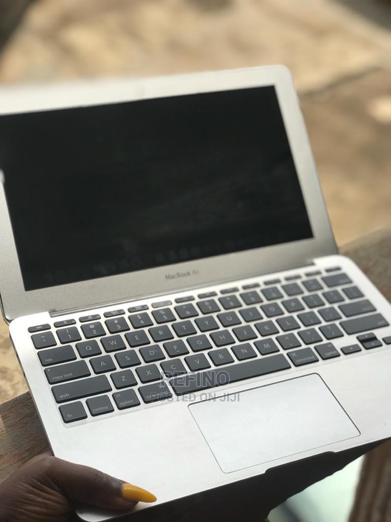 Archive: Laptop Apple MacBook Air 2012 4GB Intel Core I5 SSD 128GB