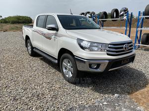 Toyota Hilux 2016 SR5 4x4 White   Cars for sale in Abuja (FCT) State, Kaura