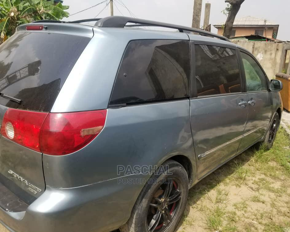 Archive: Toyota Sienna 2007 XLE Limited 4WD Blue
