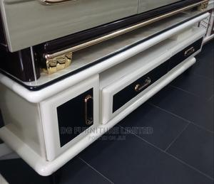 Ajustable Tv Stand With Glass Top   Furniture for sale in Lagos State, Ogudu