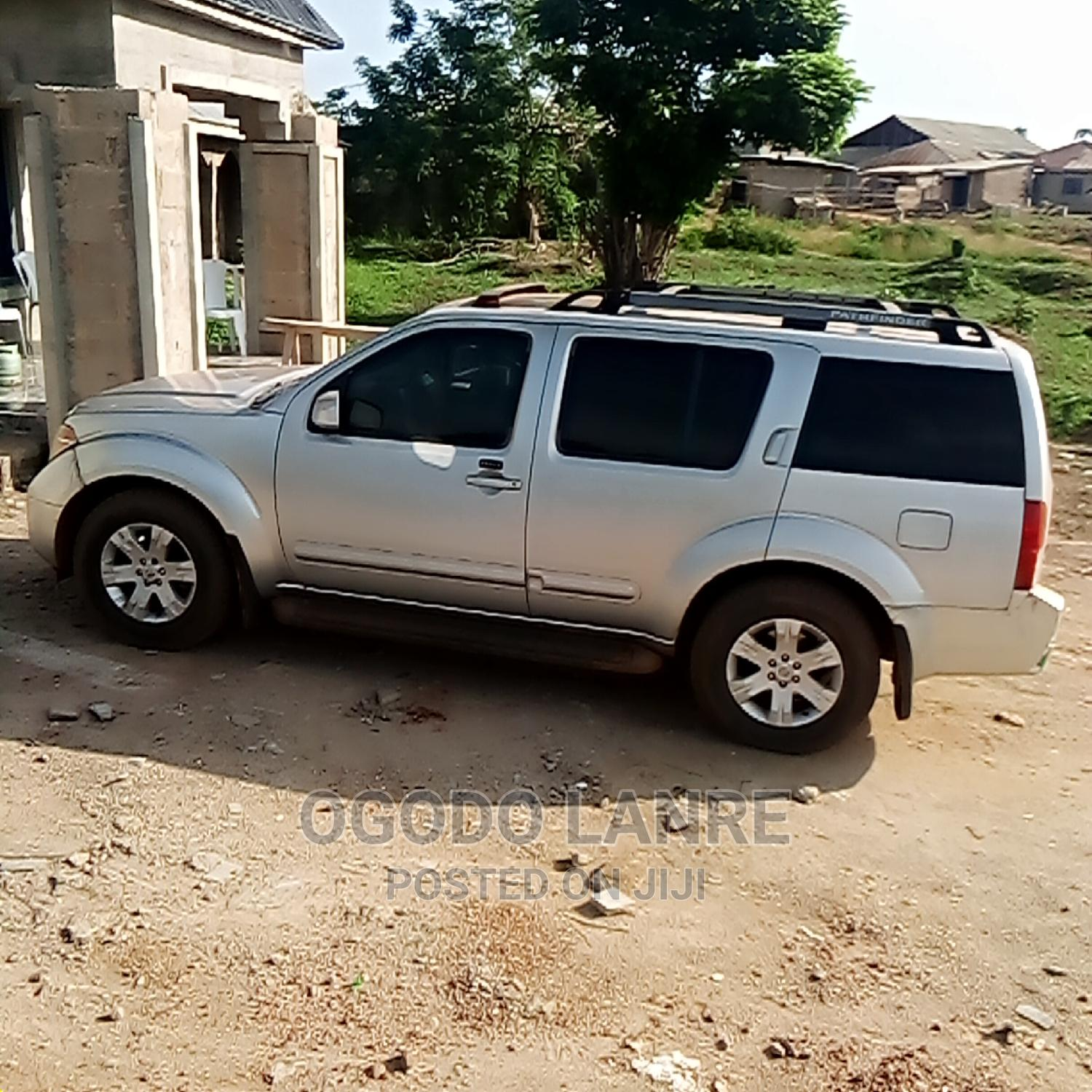 Nissan Pathfinder 2006 SE 4x4 Silver   Cars for sale in Akure, Ondo State, Nigeria