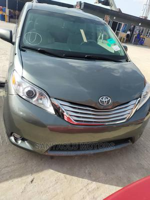 Toyota Sienna 2012 LE 8 Passenger Green   Cars for sale in Lagos State, Amuwo-Odofin