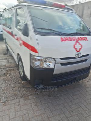 Toyota Hilux 2010 2.7 Vvt-i 4X4 SRX White   Buses & Microbuses for sale in Lagos State, Ikeja