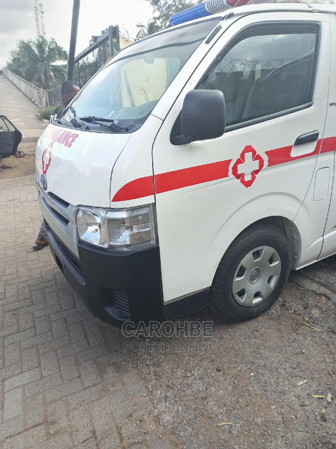 Toyota Hilux 2010 2.7 Vvt-i 4X4 SRX White   Buses & Microbuses for sale in Ikeja, Lagos State, Nigeria