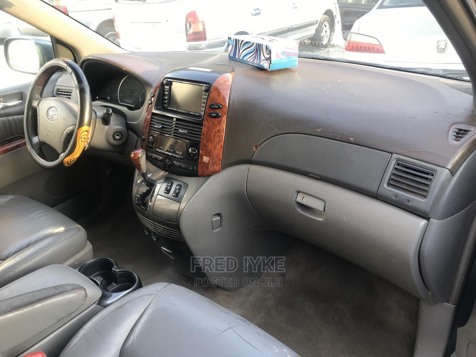 Archive: Toyota Sienna 2008 Gray