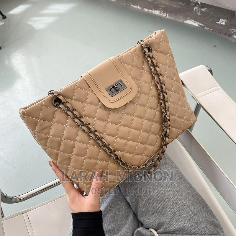 Leather Bag  Chain Hand Bag  Spacious Bag in All Colours | Bags for sale in Alimosho, Lagos State, Nigeria