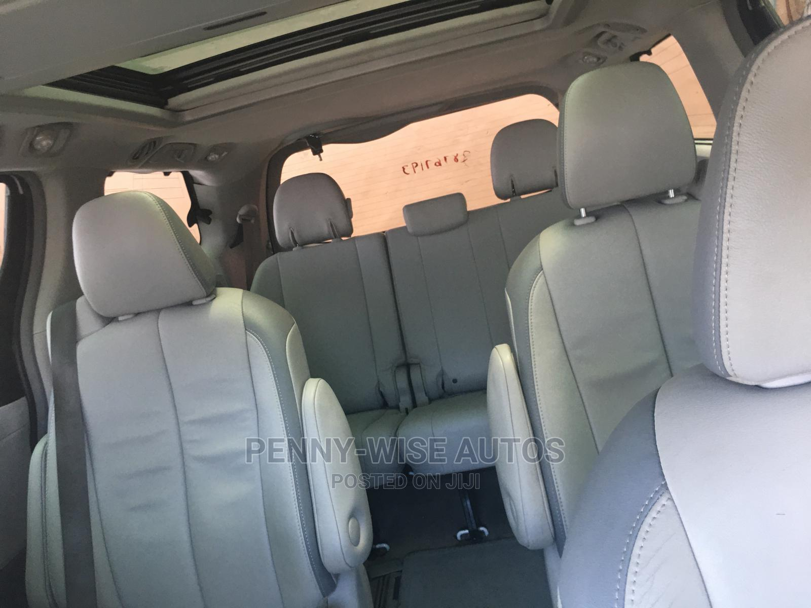 Toyota Sienna 2013 White | Cars for sale in Surulere, Lagos State, Nigeria