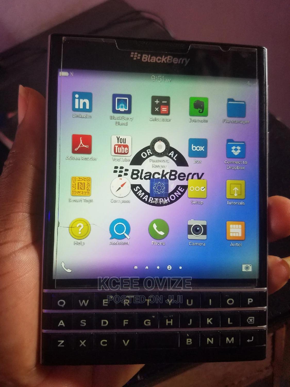 Archive: BlackBerry Passport 32 GB Black