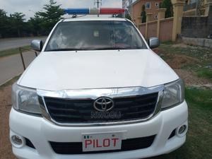 Toyota Hilux 2013 SR 4x4 White | Cars for sale in Abuja (FCT) State, Gudu