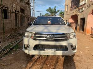 Toyota Hilux 2012 2.7 VVT-i 4X4 SRX White   Cars for sale in Enugu State, Enugu