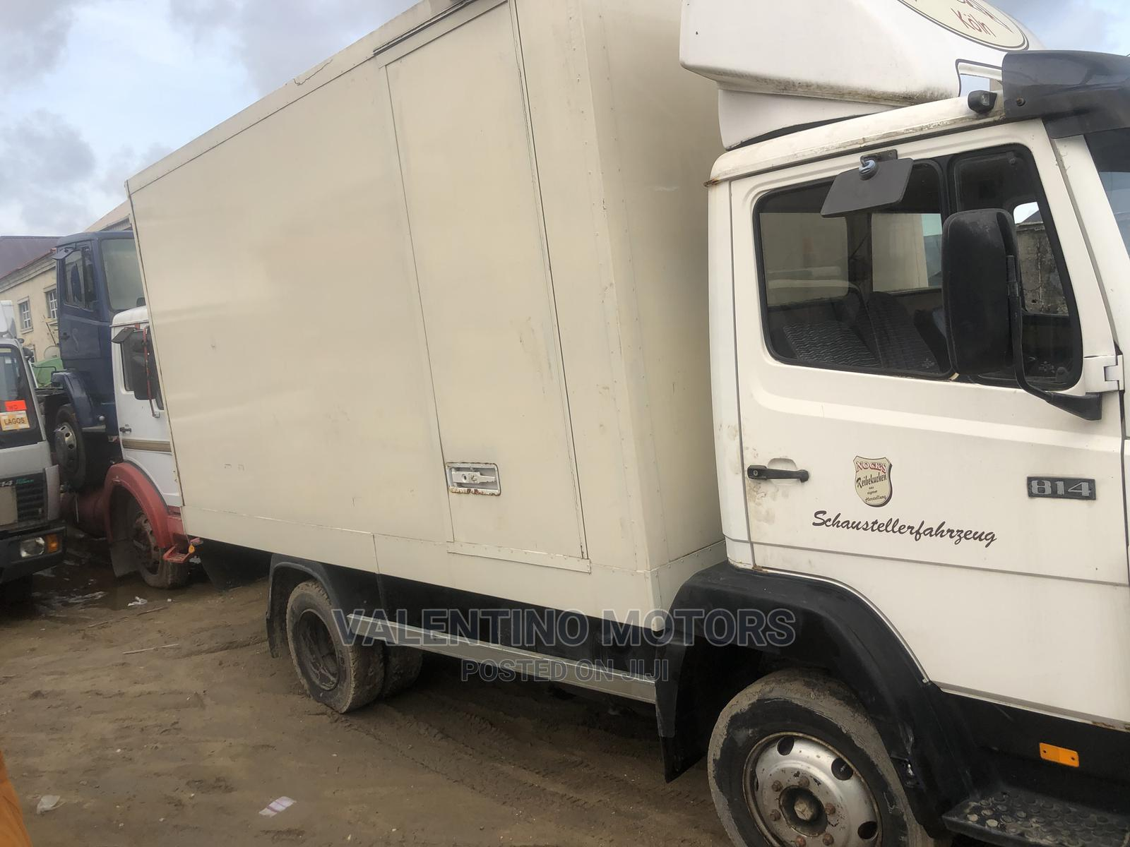 Foreign Used Mercedes-Benz 814 With Container Body