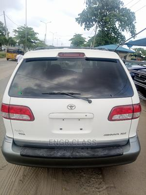 Toyota Sienna 2002 XLE White   Cars for sale in Lagos State, Amuwo-Odofin