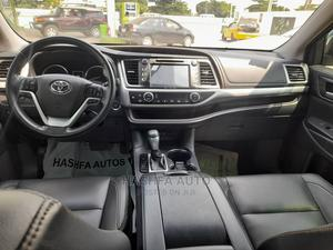 Toyota Highlander 2017 XLE 4x4 V6 (3.5L 6cyl 8A) Black   Cars for sale in Lagos State, Gbagada