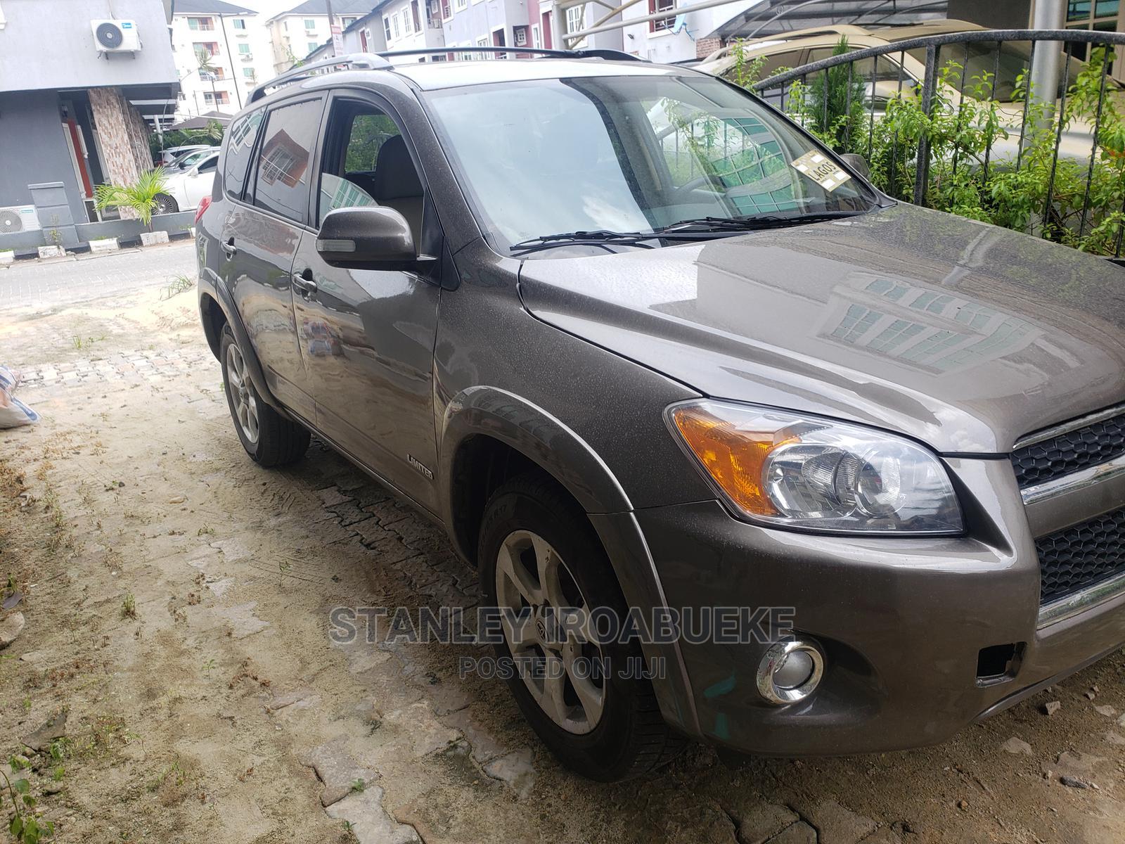 Toyota RAV4 2010 2.5 Limited 4x4 Gray