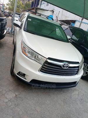 Toyota Highlander 2015 White   Cars for sale in Abuja (FCT) State, Central Business Dis