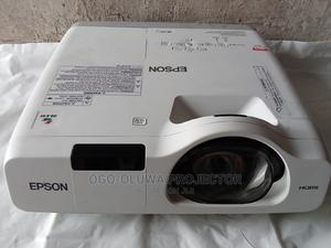 Epson Projector With Wide Range Images Sharp London Used   TV & DVD Equipment for sale in Lagos State, Ibeju
