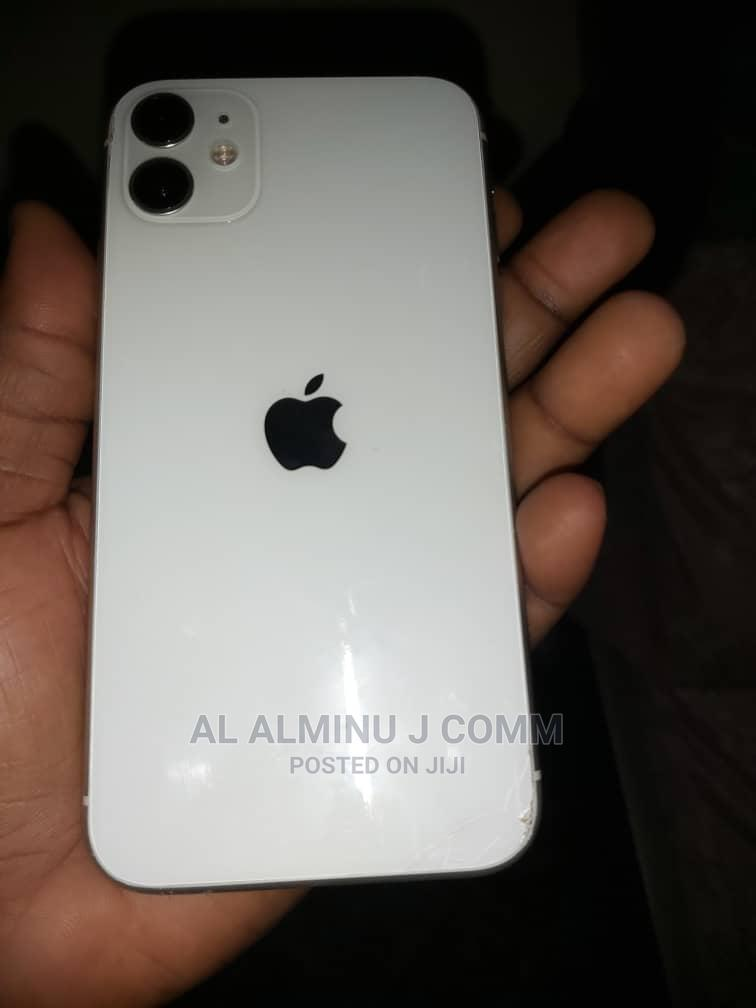 Archive: Apple iPhone 11 64 GB White