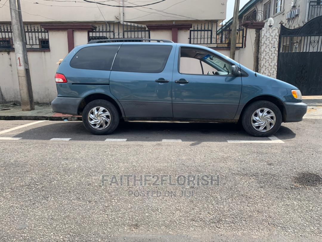 Archive: Toyota Sienna 2002 LE Blue