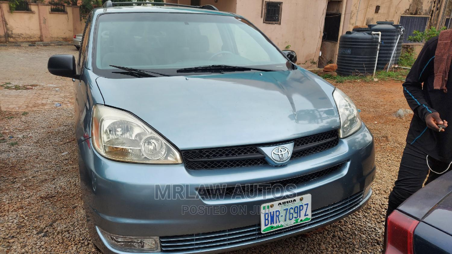 Toyota Sienna 2004 Gray   Cars for sale in Asokoro, Abuja (FCT) State, Nigeria