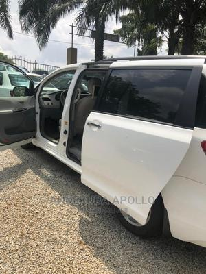 Toyota Sienna 2011 LE 8 Passenger White   Cars for sale in Abuja (FCT) State, Mbora