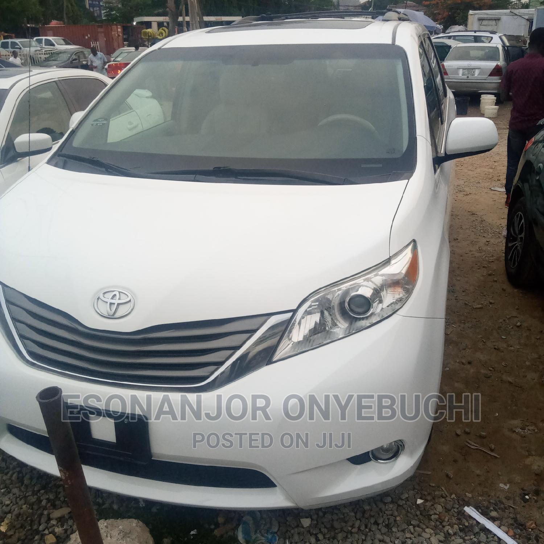 New Toyota Sienna 2014 White