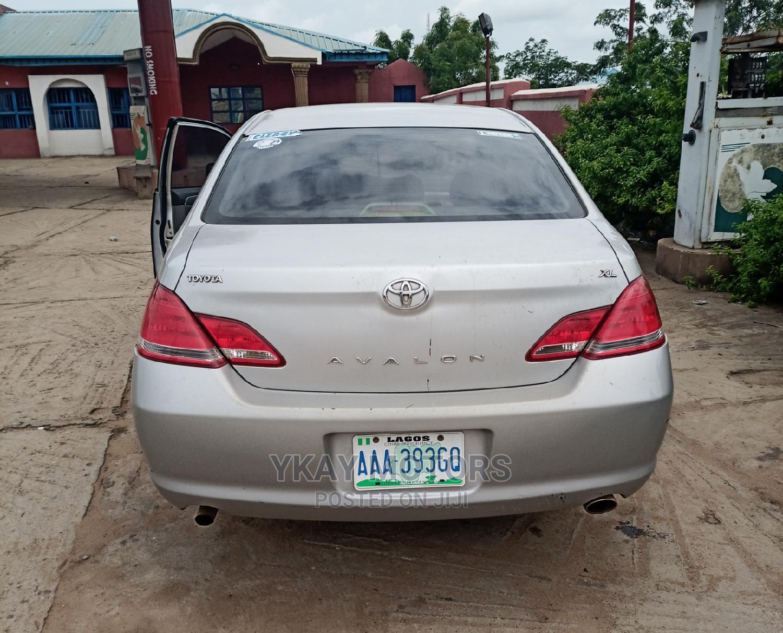 Toyota Avalon 2004 XL Silver | Cars for sale in Ibadan, Oyo State, Nigeria