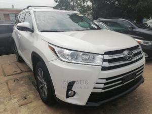 Toyota Highlander 2017 XLE 4x2 V6 (3.5L 6cyl 8A) White | Cars for sale in Lagos State, Ikeja