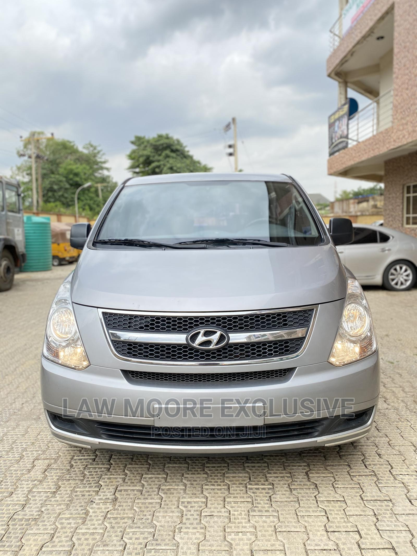 Hyundai Grand Starex Bus 2012