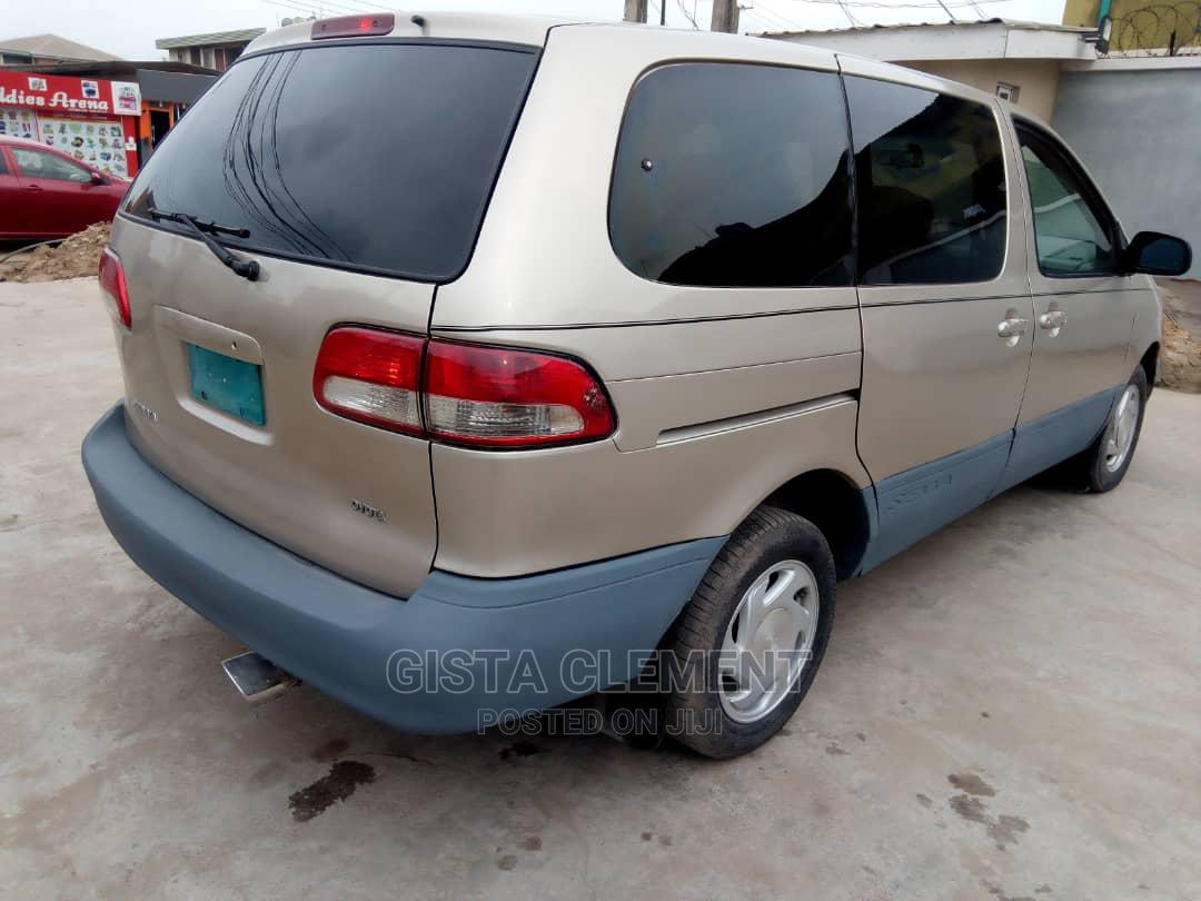 Archive: Toyota Sienna 2001 Gold