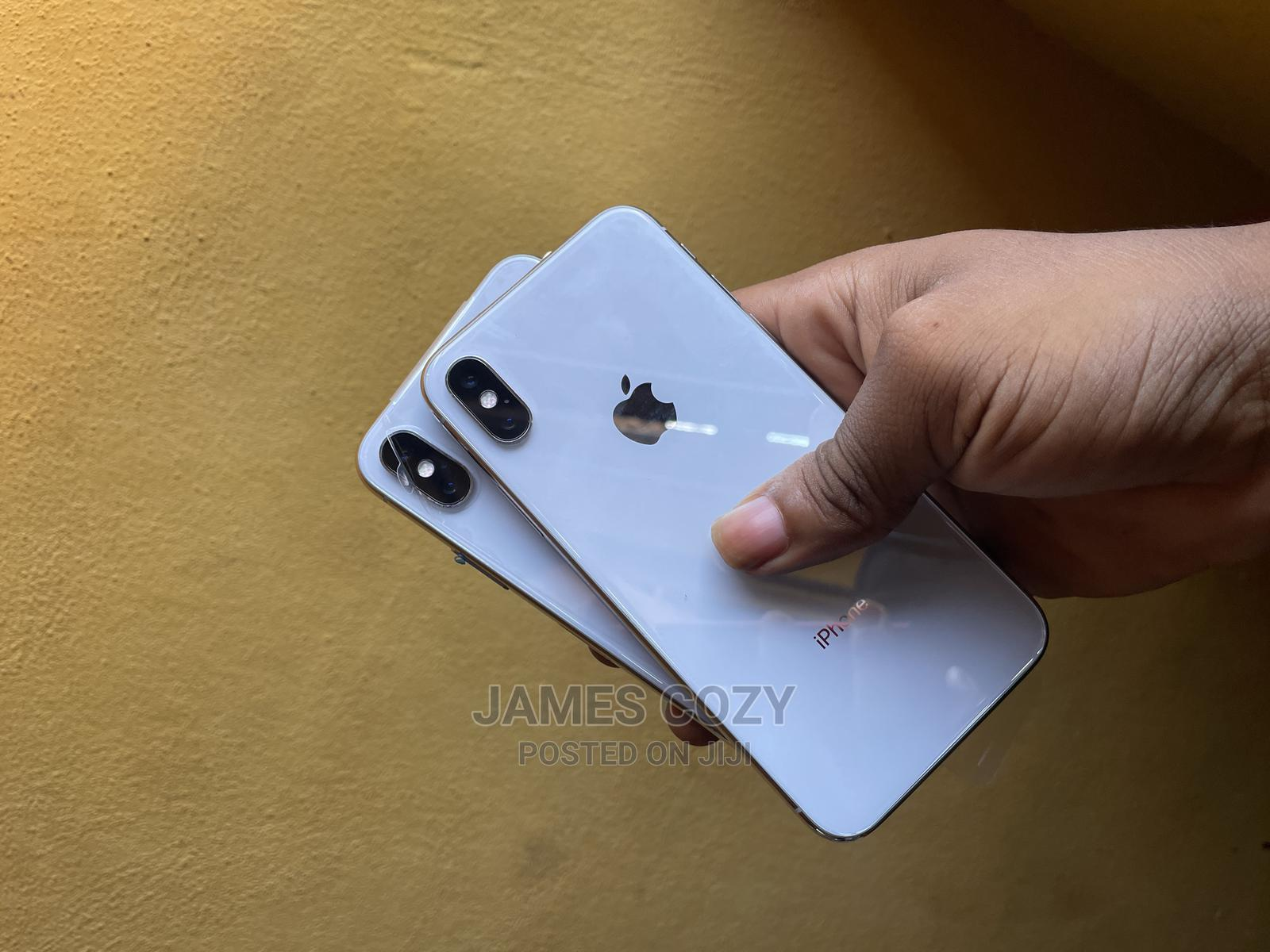 Archive: Apple iPhone X 64 GB Silver