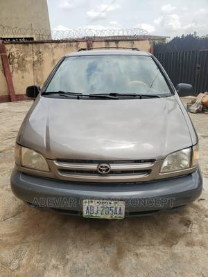 Toyota Sienna 1999 LE 3dr Brown | Cars for sale in Oyo State, Ibadan