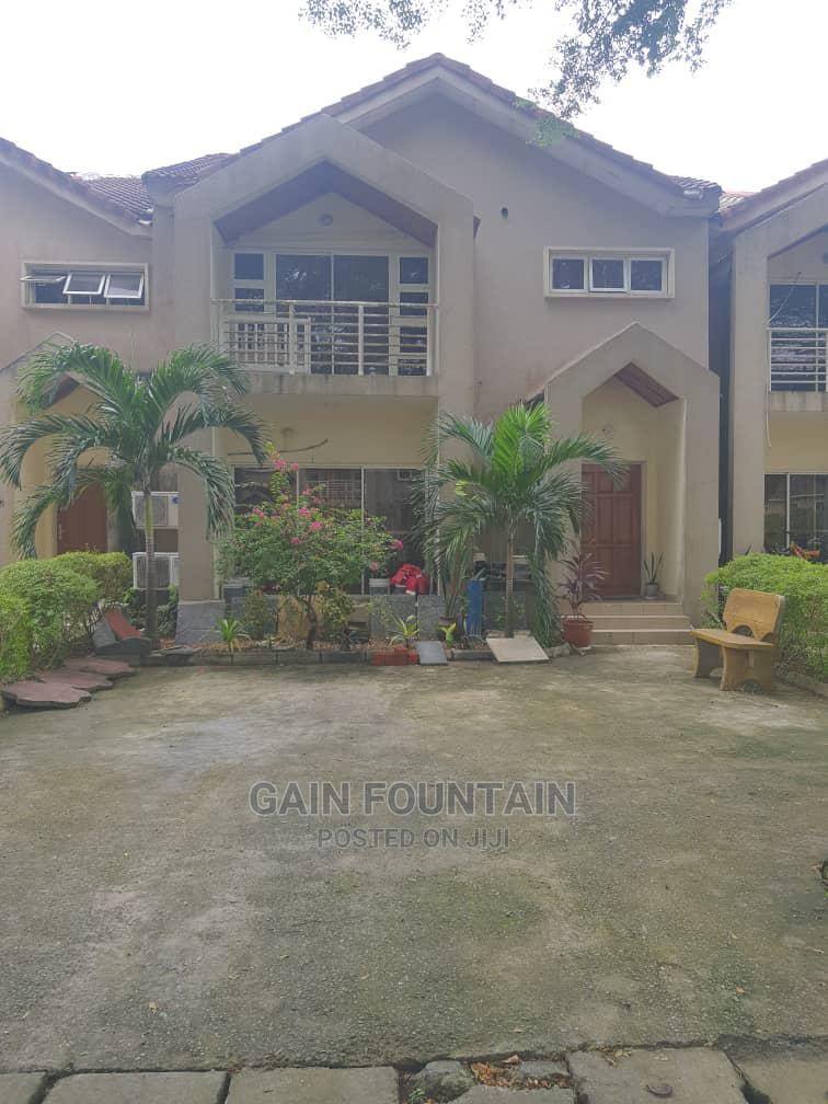 3bdrm Block of Flats in Fara Part Estate, Sangotedo for Sale