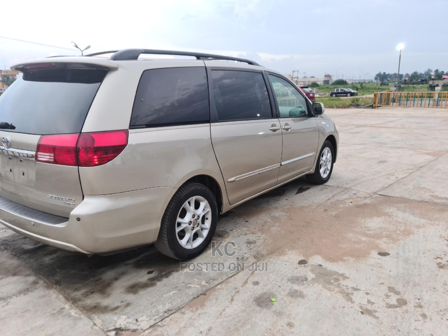 Toyota Sienna 2004 Gold   Cars for sale in Owerri, Imo State, Nigeria