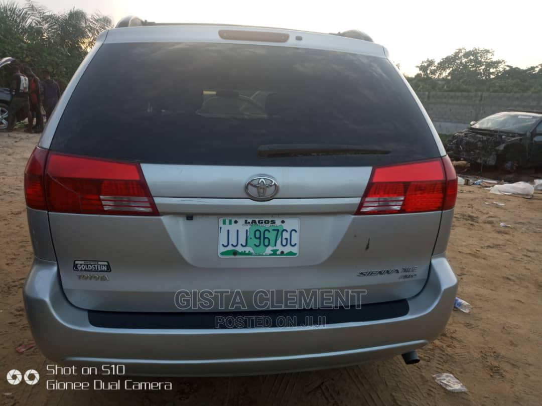 Archive: Toyota Sienna 2006 Silver
