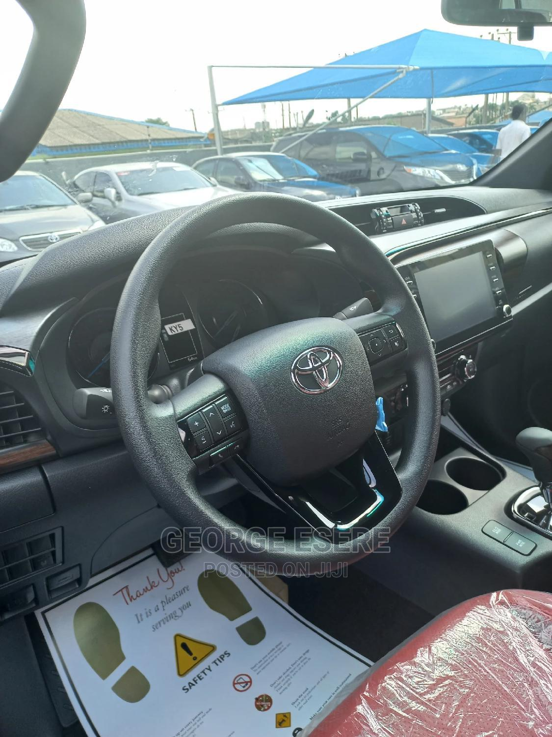 Archive: New Toyota Hilux 2021 Black