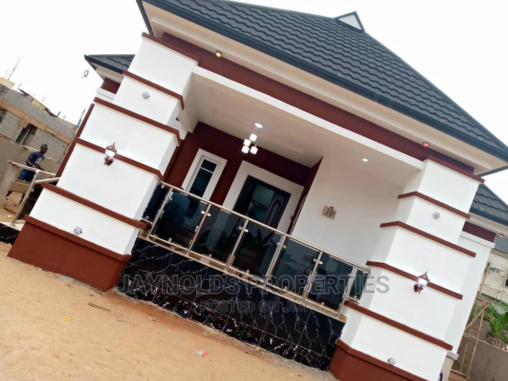 4bdrm Bungalow in Oshimili North for Sale