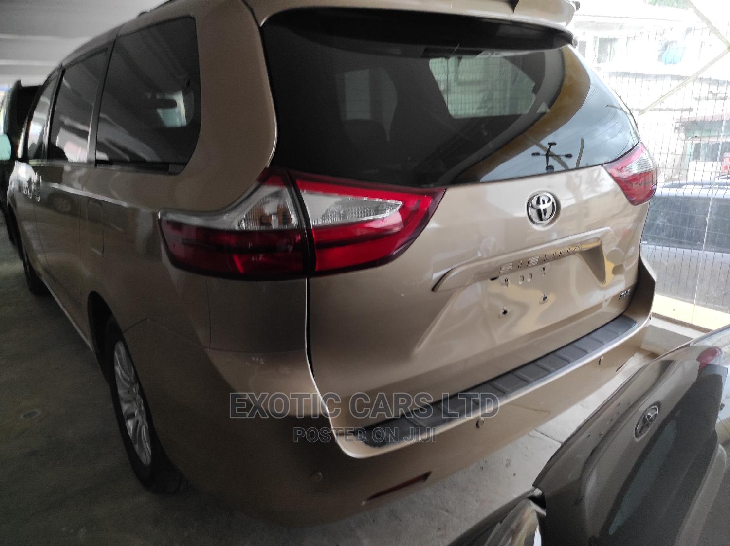 Toyota Sienna 2012 XLE 8 Passenger Gold   Cars for sale in Ibadan, Oyo State, Nigeria