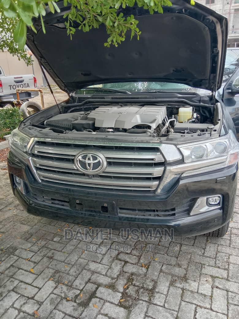 New Toyota Land Cruiser 2020 5.7 V8 VXR Black