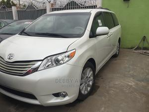 Toyota Sienna 2011 LE 8 Passenger White | Cars for sale in Lagos State, Agege