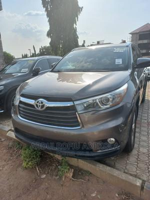 Toyota Highlander 2015 Brown | Cars for sale in Abuja (FCT) State, Central Business Dis