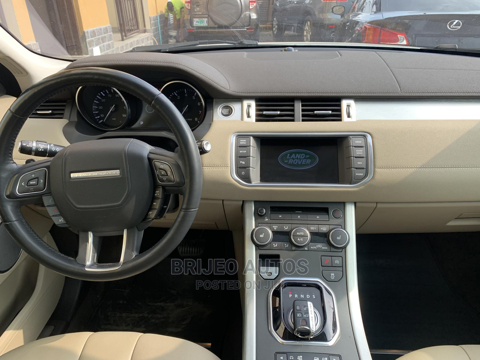Archive: Land Rover Range Rover Evoque 2014 White