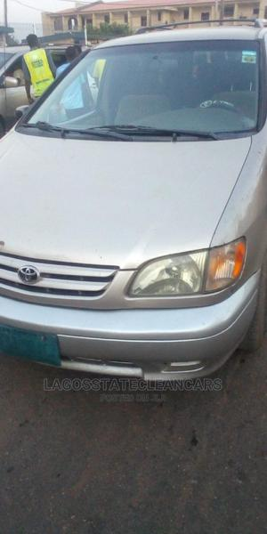 Toyota Sienna 2002 LE Gold | Cars for sale in Lagos State, Ikeja