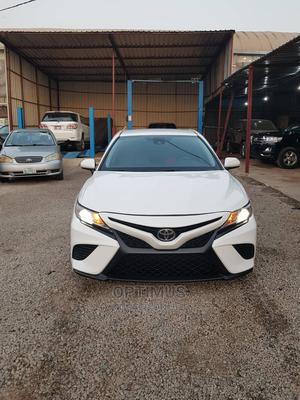 Toyota Camry 2018 SE FWD (2.5L 4cyl 8AM) White | Cars for sale in Abuja (FCT) State, Garki 2