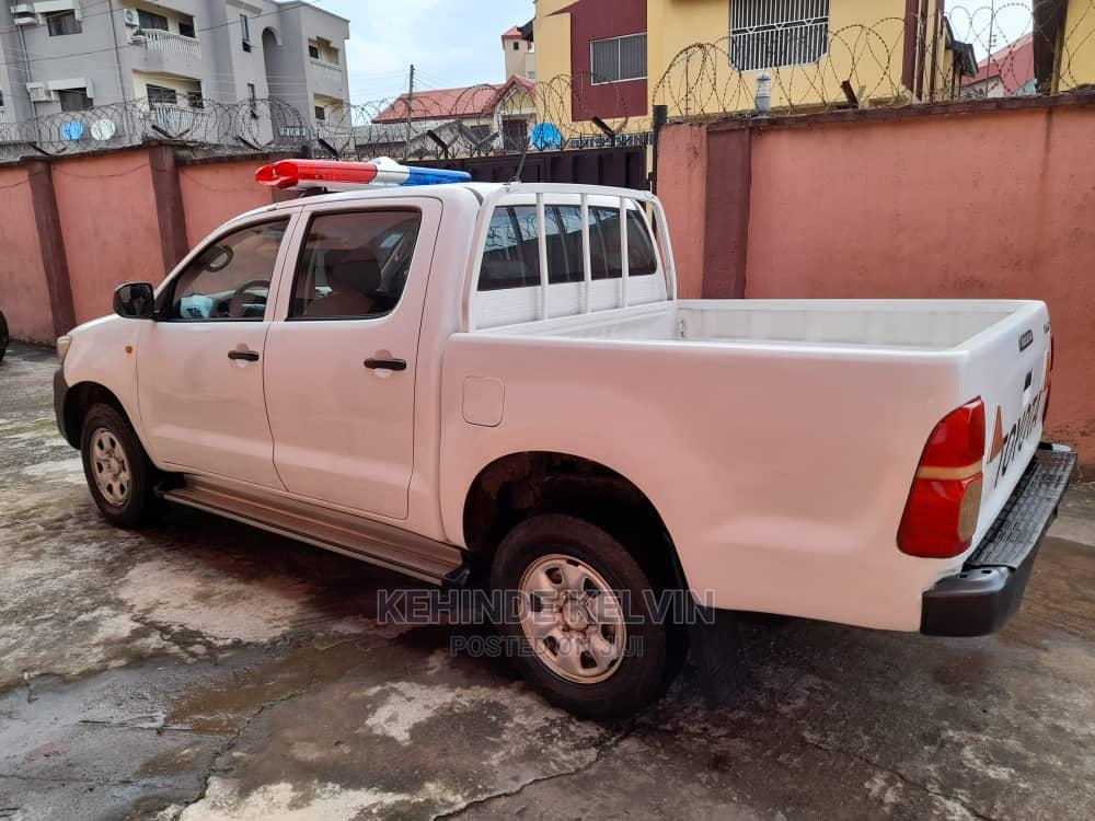 Toyota Hilux 2012 2.7 VVT-i 4X4 SRX White   Cars for sale in Ojodu, Lagos State, Nigeria