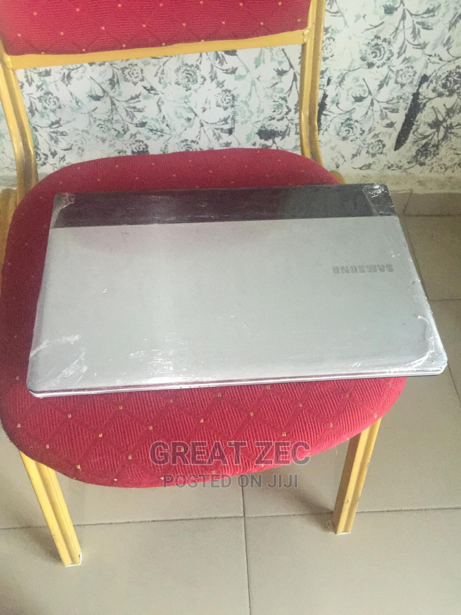 Laptop Samsung NP-N102SP 4GB Intel HDD 320GB | Laptops & Computers for sale in Benin City, Edo State, Nigeria