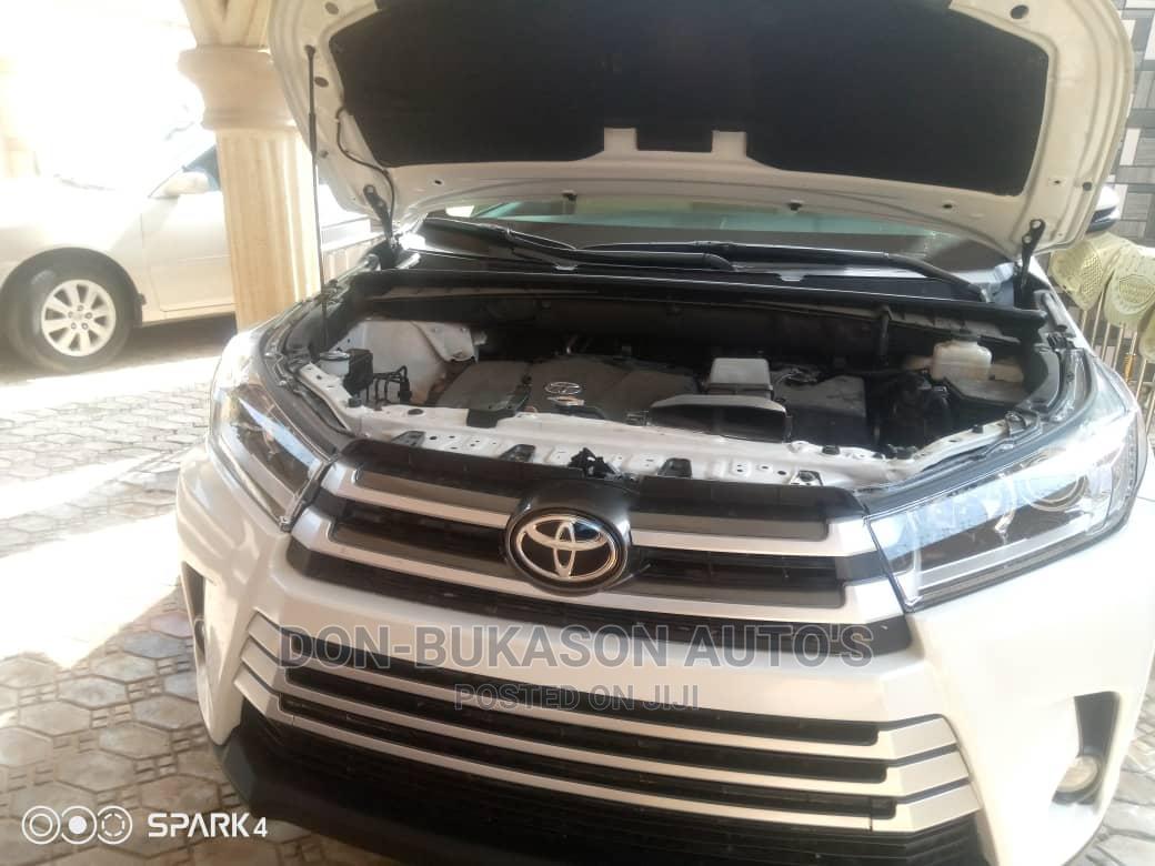 Toyota Highlander 2018 White   Cars for sale in Ikotun/Igando, Lagos State, Nigeria