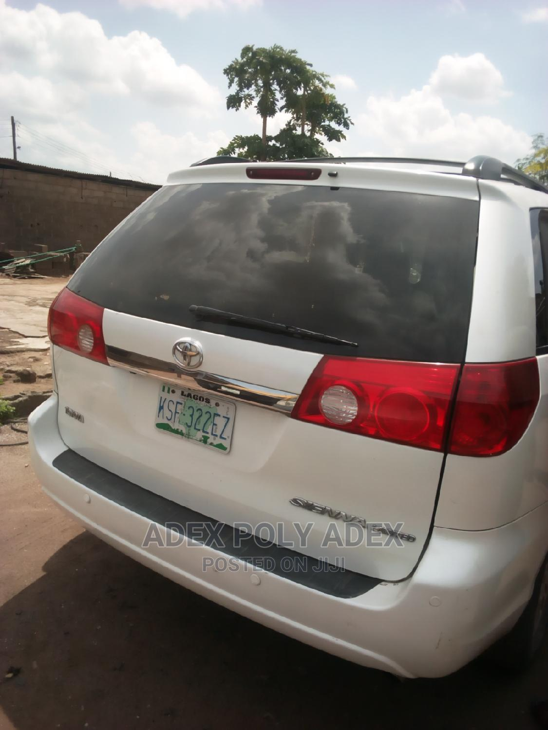 Archive: Toyota Sienna 2008 XLE Limited White